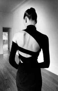 vestido preto sem costas